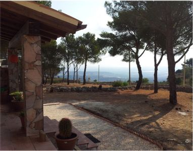 AMAZING PANORAMIC VIEWS FROM THIS HILLTOP VILLA CLOSE TO THE SEA