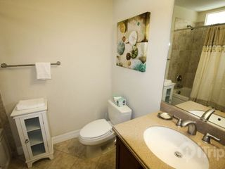 Ruskin townhome photo - Shared bath between bedrooms