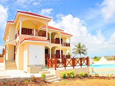 5 Bedroom ocean front villa fantastic views, Pool  overlooking cliff