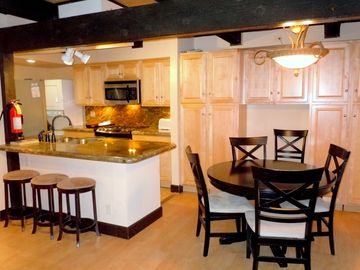 Escape For All Seasons townhome rental - Dining Area / Kitchen