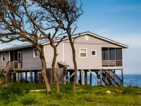 On the Rocks in Alligator Point - 40 yds to Beach Access, WIFI, Porch, Pets
