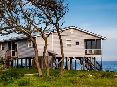 'On the Rocks'..Gulf Front, 40 yds to Beach Access, WIFI, Screened Porch, Pets