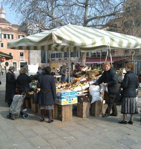 little market nearby in S.Margherita square