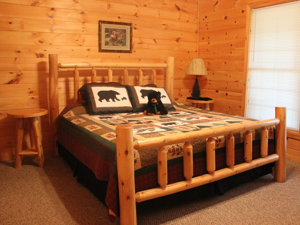 Log Bedroom Suites Private Luxury True Log Cabin With 3 King Suites 3 Fireplaces And