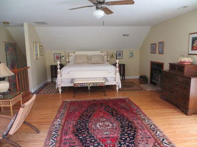 Fredericksburg apartment rental - The alcove, with a top of the line king-sized bed...