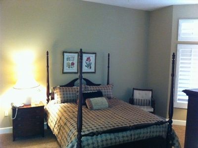 Master bedroom - Queen poster bed, en-suite bath, walk-in closet, wood blinds
