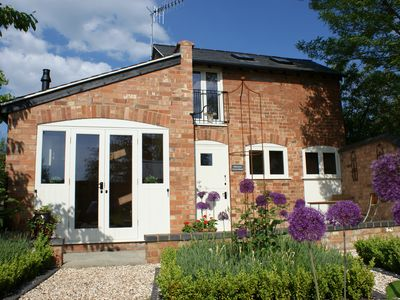 Luxury Coach House, Stratford-upon-Avon. Original Features & Contemporary Finish