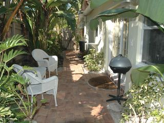 Pompano Beach apartment photo - Side yard