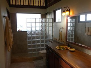 Uvita villa photo - Full bath with walk in shower. Screen only window with views of the coast line.