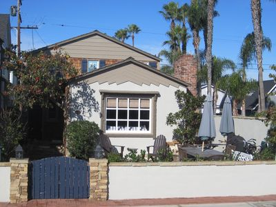 Balboa Island house rental - front patio with gas grill, tables, umbrellas, and chairs