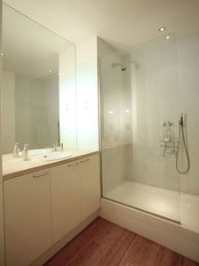 Islington apartment rental - Shower room