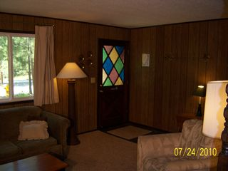 Big Bear Lake cabin photo - Gracious entry area tile floor and coat rack.