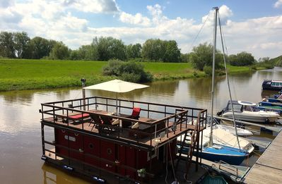 Cozy houseboat on Elbarm (about 60 km from Hamburg)