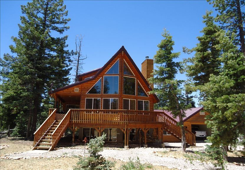 Beautiful cabin retreat between bryce canyon vrbo for Vacation rentals near zion national park
