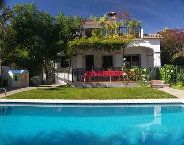 Private villa with own pool in quiet cul-de-sac close to Puerto Banus