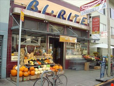 Locally provisioned organic food at the Famous Bi-Rite Market