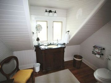 Vintage lavatory upstairs