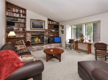 Incline Village house rental - Main livel Living room with open floor plan to dining room and kitchen