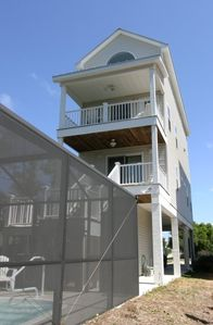 'Landshark' - view of enclosed pool and two balconies overlooking the bay.