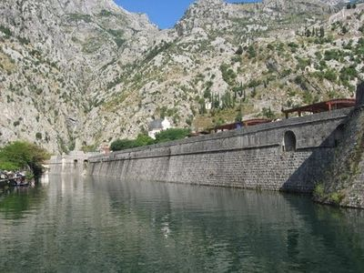 KOTOR - City walls and Skrudra river