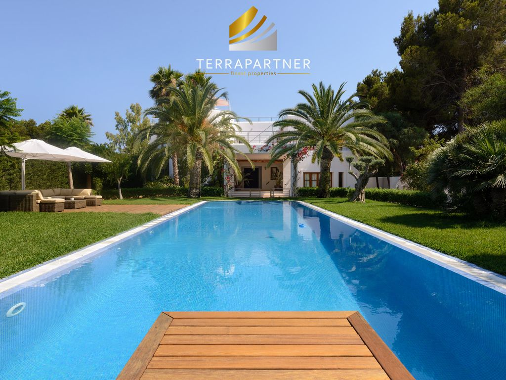 Near the beach marvellous luxury villa with fantastic for Luxury pool area