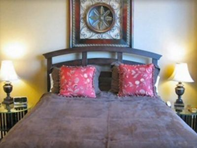 Luxury Queen Bed w/Egyptian Cotton Sheets