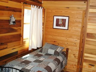 Pipestem cabin photo - Bedroom with two twin beds