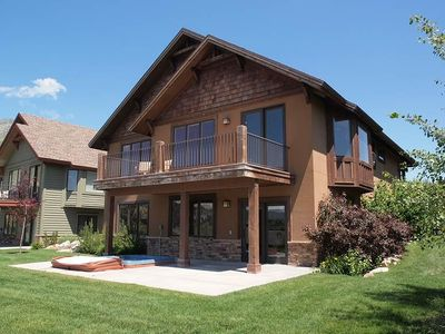 GORGEOUS MTN HM W/ LG BALCONY, PVT HOT TUB, NATURE TRAILS
