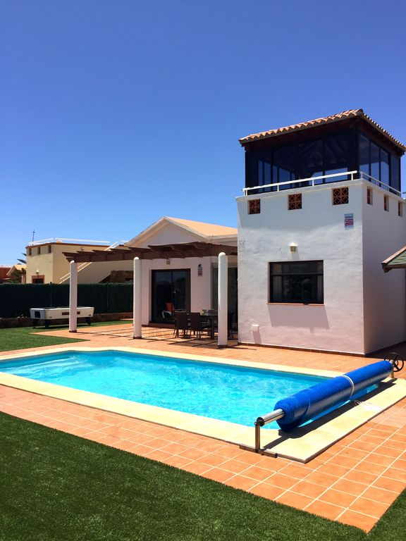 Luxury Air Conditioned Villa. Overlooking Golf Course. Private Heated Pool.