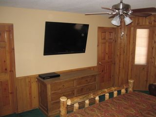 Bear Mountain cabin photo - Master Suite with a Huge Sony Flat Screen TV and Blu Ray DVD.