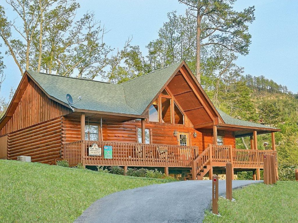 2 bedroom luxury cabin near dollywood vrbo