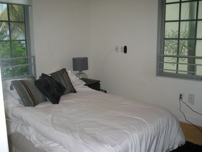 queen size bed with flat screen tv and full cable