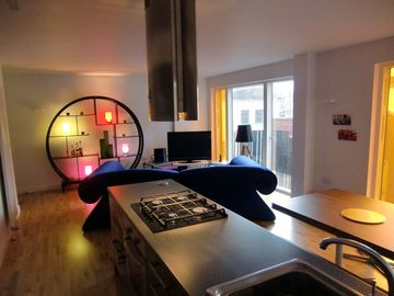 Kings Cross apartment rental - Huge living area with TV, PS3, FREE WiFi, phone