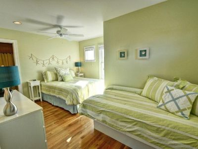 North Topsail Beach house rental - Family Bedroom Suite with Queen and Twin Beds