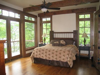 Lake Nantahala house rental - Haven's Lair - Master on Main level