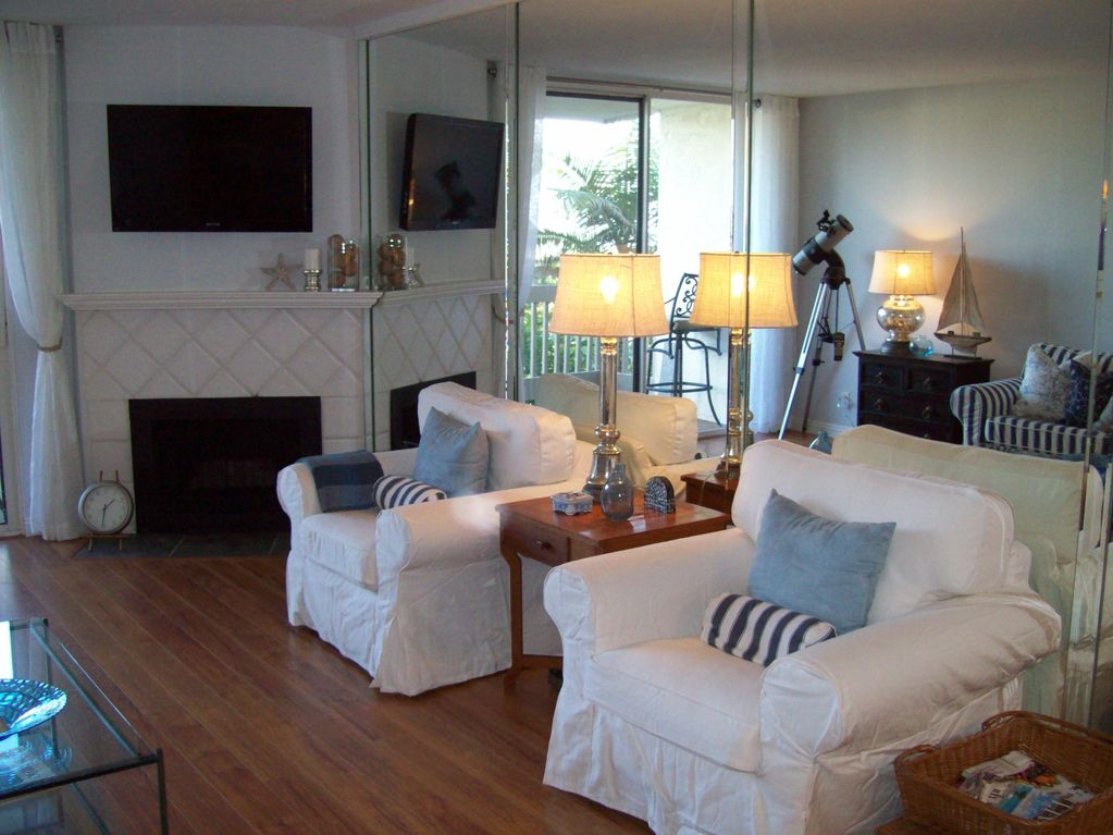 Beautiful 'Beach Cottage' Style Condo Steps from the Pacific Ocean!