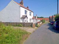 COSY COTTAGE, pet friendly, with a garden in Withernsea, Ref 31196