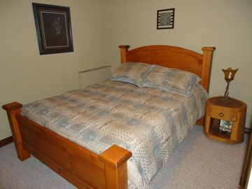 Main bedroom with queen posturepedic mattress
