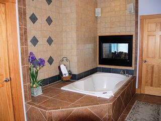 Corolla house photo - Whirlpool tub in Master bath