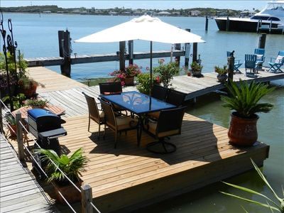 Dock dinning area for 6 with gas grill