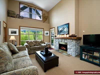 Living room with vaulted ceilings - lots of natural light, gas fireplace, 42' TV