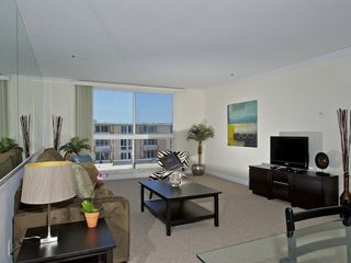 Pacific Beach condo photo - Spacious living area