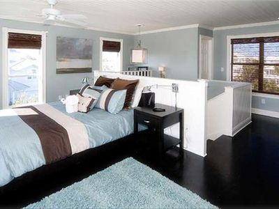 Crystal Shores house rental - 3rd Floor: queen with private bath, lots of windows! Room has own kitchenette.