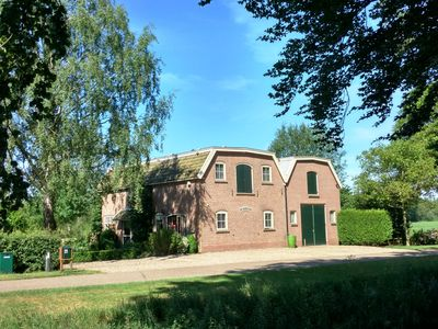 Rural holiday home near forest and meadow with large garden in Heino