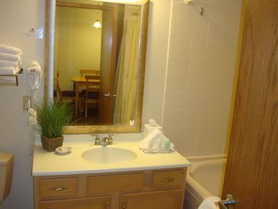 Lake Geneva condo rental - Large Bathroom with Whirlpool Bath and shower