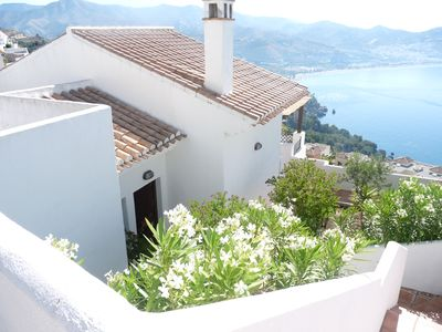 Fabulous 4 bedroom house, private pool with sea and mountain views