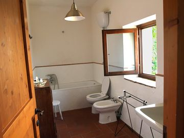 Il Casale - Bathroom of the apartment, the other two have got shower