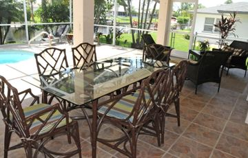 Lanai Dining Area for a Peaceful & Bug-Free Meal Outdoors