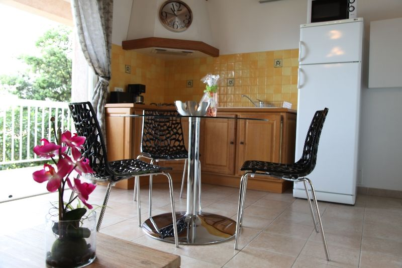 Quiet air-conditioned accommodation, 30 square meters