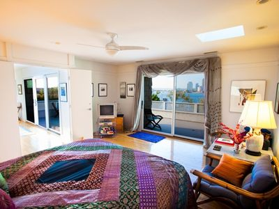 Coronado house rental - Master bedroom with king size bed and more views